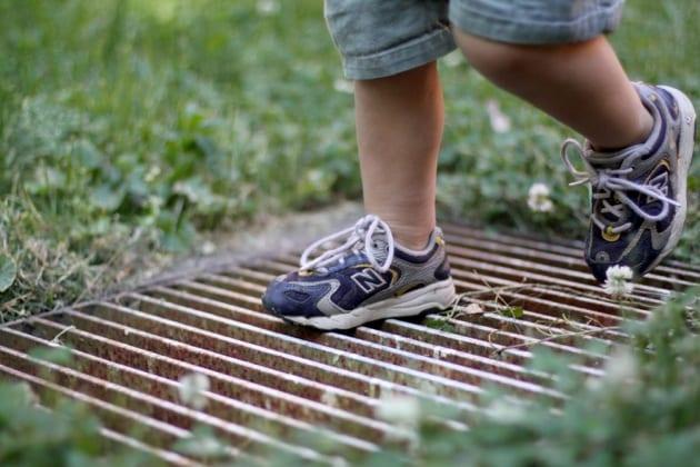 I bambini che parlano e camminano presto diventeranno dei geni?