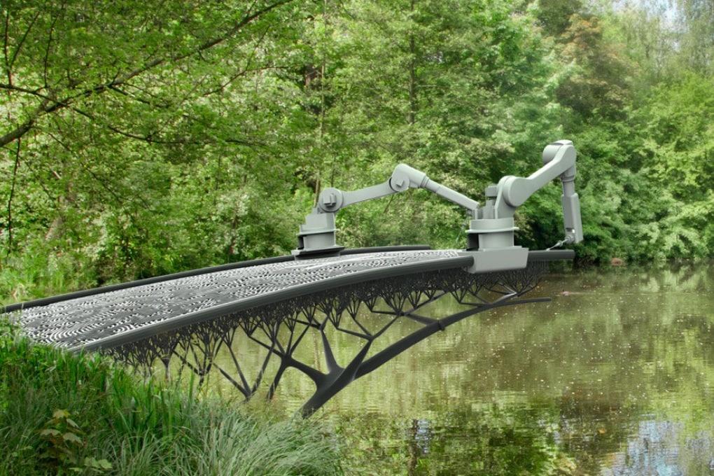 Il braccio robotico che costruisce ponti