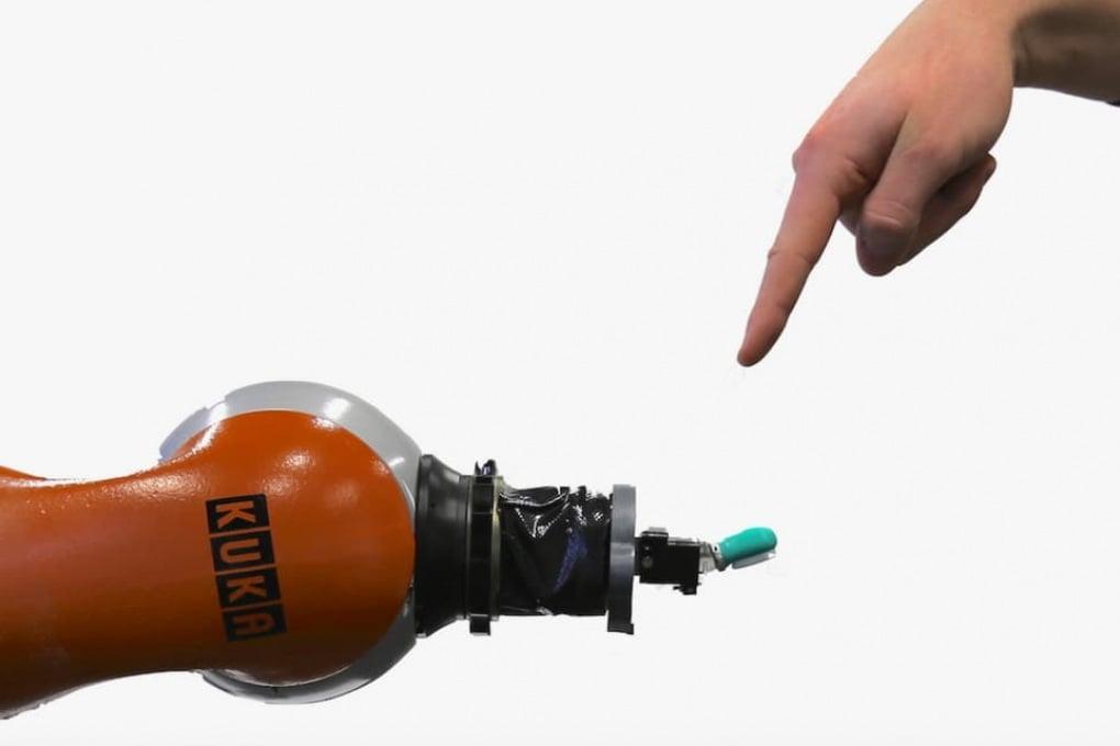 Insegniamo ai robot a percepire il dolore