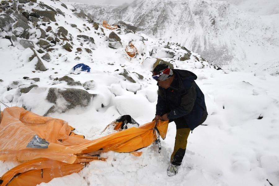 -robertoschmidt-avalanche25-27aprileverestbasecampnepal02