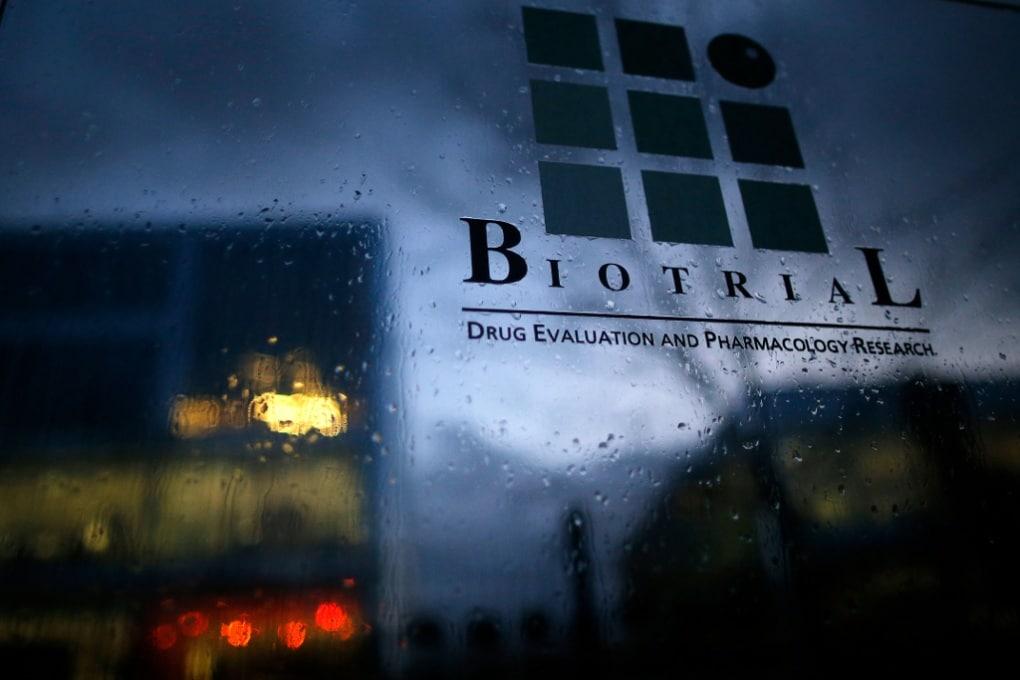 Che cosa sta succedendo in Francia con il trial di un farmaco finito male?