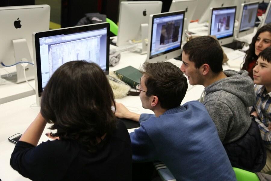 studentsprocessingdatainthetumolab