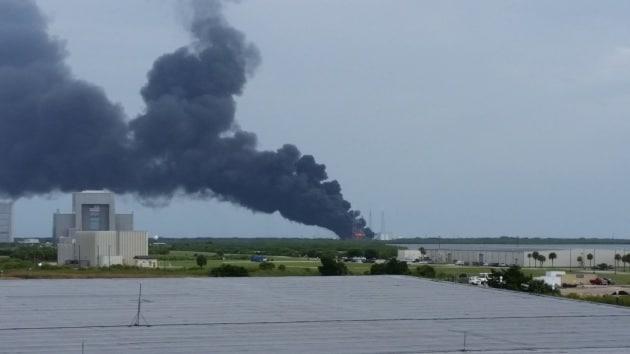 Usa, doppia esplosione a Cape Canaveral: fumo dalla base SpaceX foto