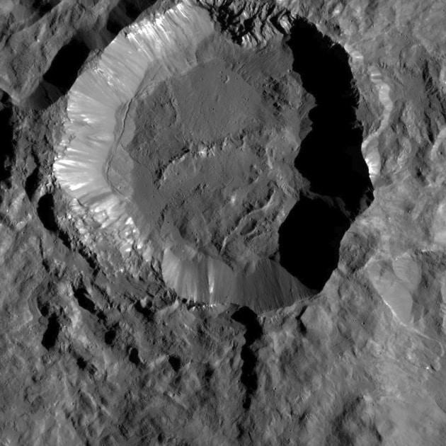 La superficie di Cerere sotto la lente di ingrandimento