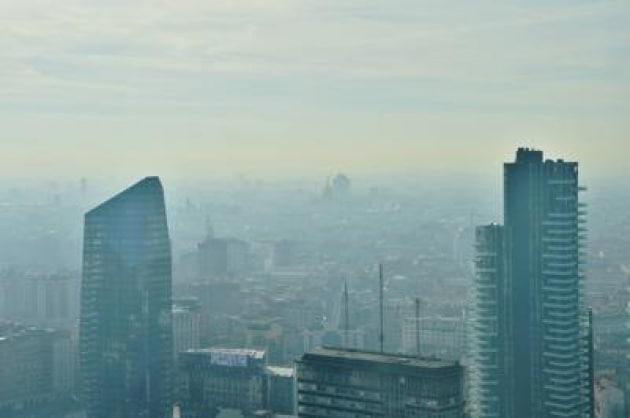Chi vive a Milano invecchia prima: colpa dello smog