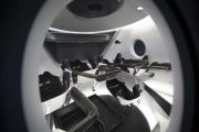 spacex-capsula-dragon-interno-01
