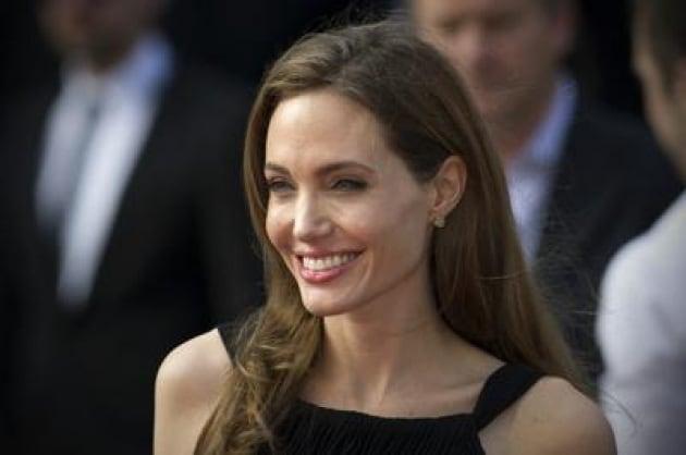 Tumori: esperte, test 'geni Jolie' per tutte le donne con cancro ovaio o seno