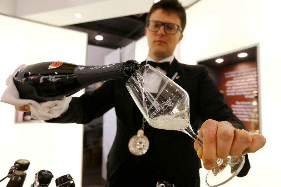 Come degustare il vino in 7 passi