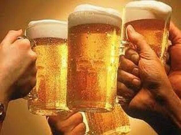 Alcol: arriva 'app' per il dopo sbornia, a domicilio pulizie, caffè e cachet
