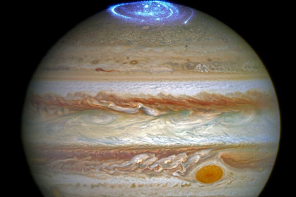 Le aurore di Giove viste da Hubble