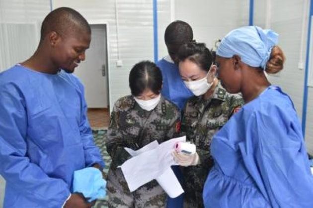 Ebola: disturbi a occhi e dolori per la maggioranza dei sopravvissuti