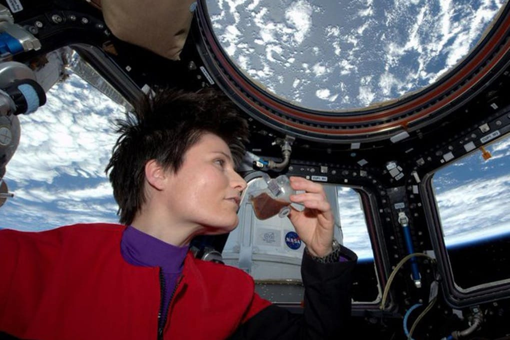 Gli astronauti NASA sulla ISS bevono urina riciclata (mentre i russi no)