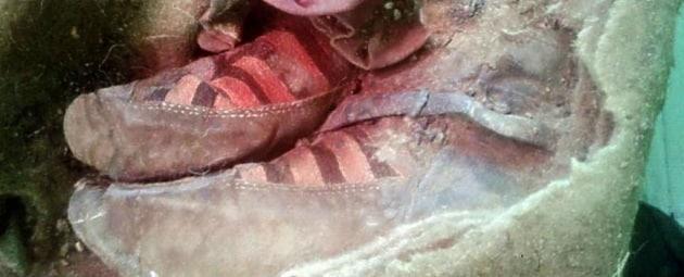 La mummia che sembra avere le scarpe da tennis Focus.it