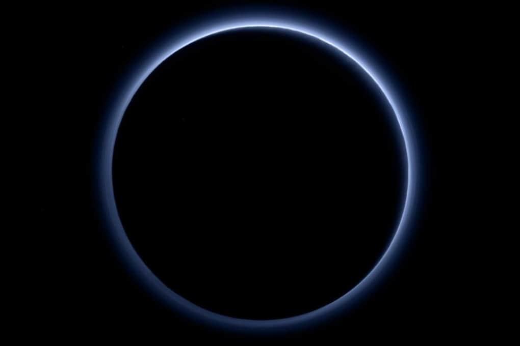 Nuove sorpresa da Plutone: cielo azzurro e ghiaccio d'acqua (rosso)