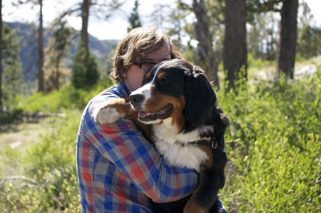 I cani potrebbero non apprezzare gli abbracci