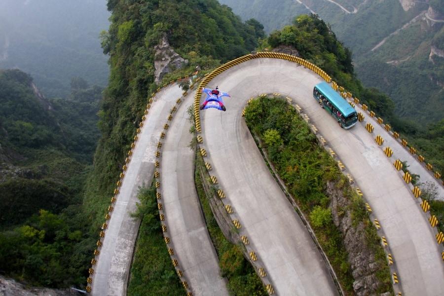 Curve pericolose: 7 strade dove non vorresti guidare mai