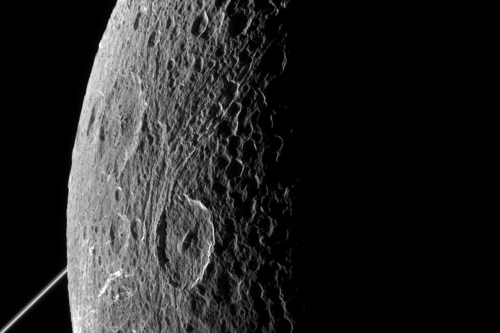 Saturno: l'ultima foto di Cassini a Dione