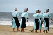 Dal nude look al burkini: le donne al mare nel mondo