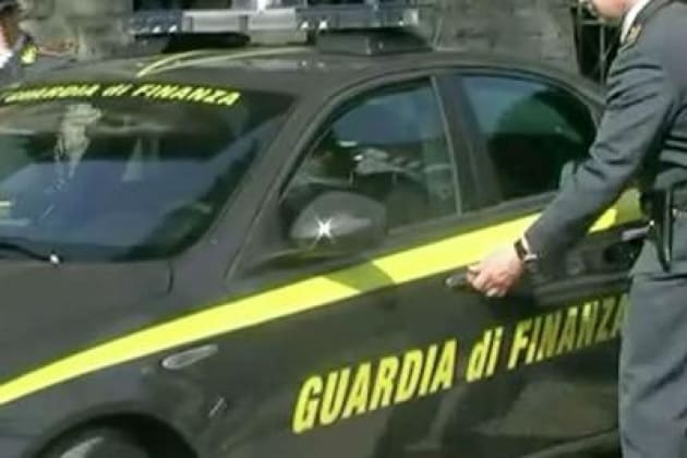 In Calabria e Sicilia la Gdf sequestra oltre 200mila shopper illegali