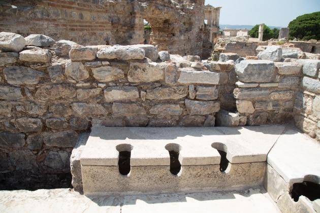 La storia segreta delle antiche latrine