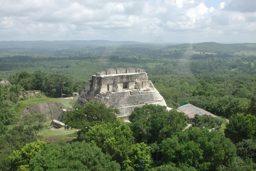 Un raro tempio funerario Maya scoperto in Belize
