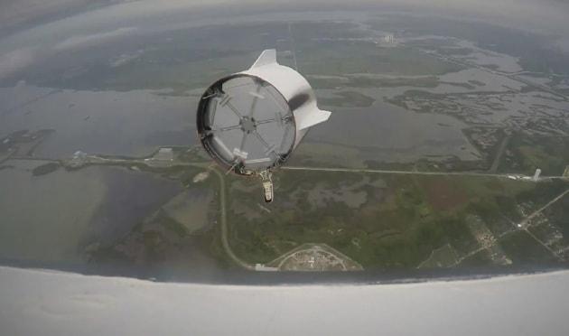 SpaceX, il test di salvataggio visto dalla capsula Dragon