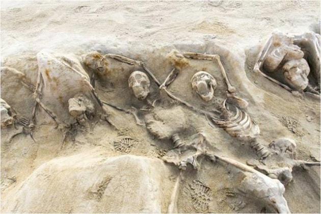 Gli scheletri ammanettati di antichi ribelli greci