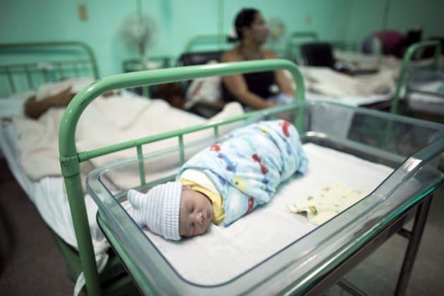 Cuba blocca la trasmissione di HIV e sifilide da madre a figlio