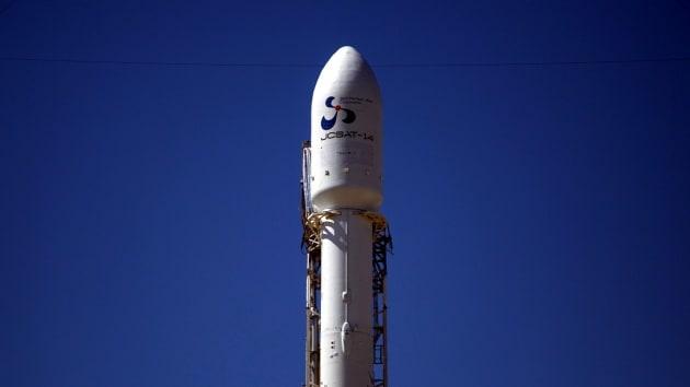 Cape Canaveral, razzo esplode su rampa di lancio durante i test