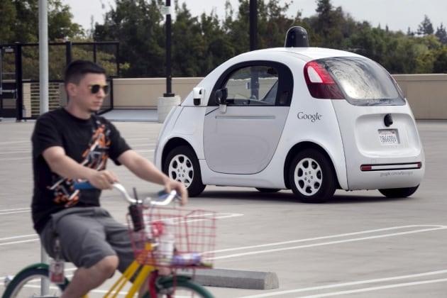 Le Google car stanno studiando i ciclisti