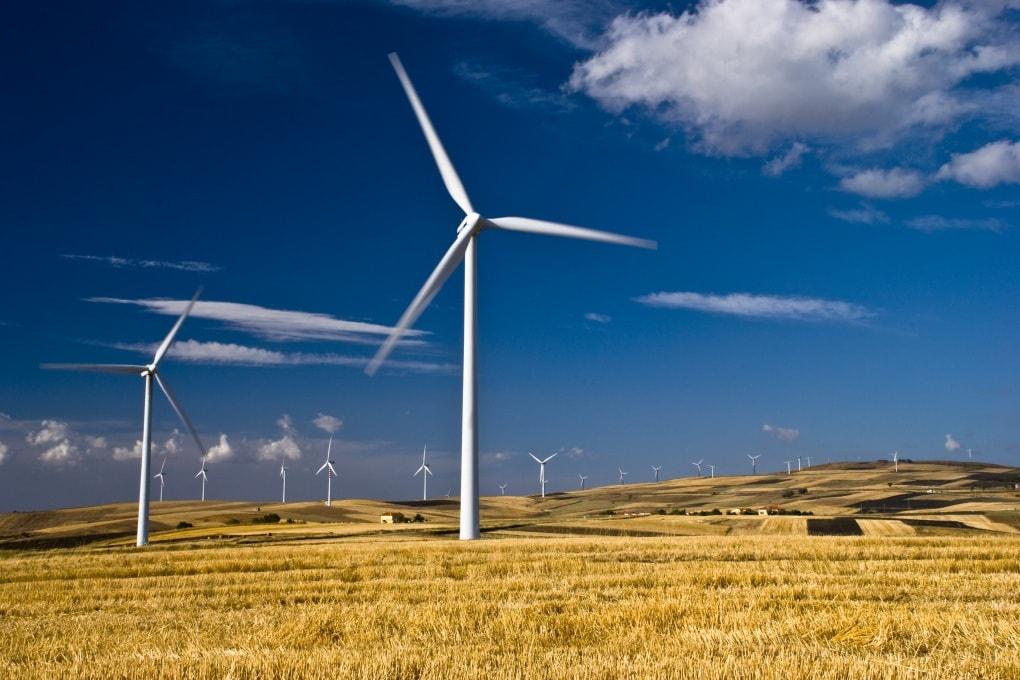 Cresce la produzione di energia elettrica: petrolio, carbone, gas e rinnovabili nel 2015