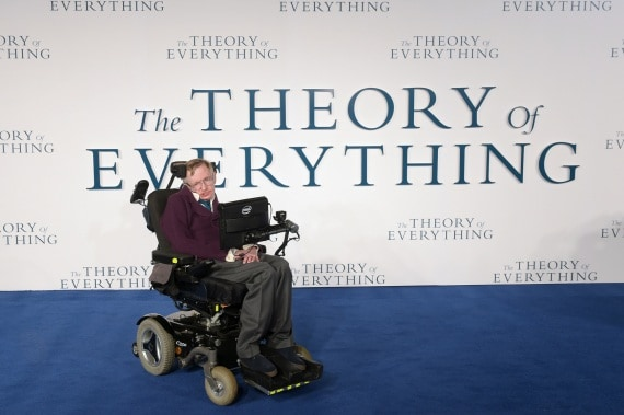 Stephen Hawking, classe 1942: la sua fama è paragonabile a quella di Albert Einstein. | CAMERA PRESS/JAMES VEYSEY/CONTRASTO