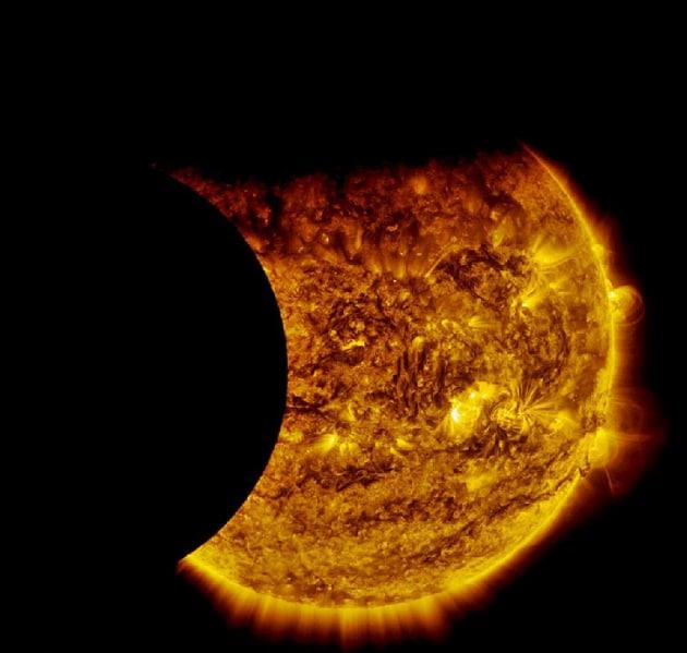 Doppia eclissi di Sole per il Solar Dynamics Observatory