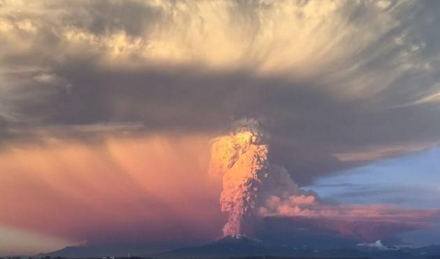 La spettacolare eruzione del vulcano Calbuco