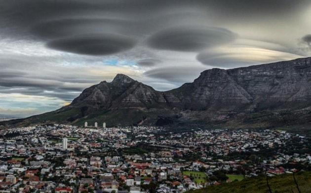 Nubi a forma di ufo nel cielo del sud africa for Le navicelle spaziali