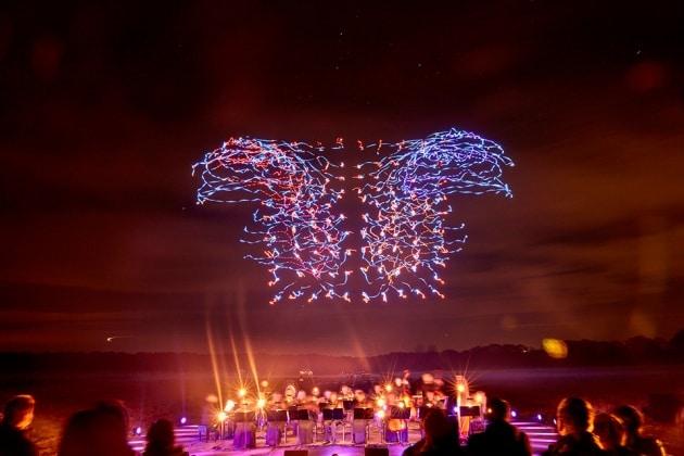 La danza notturna dei droni