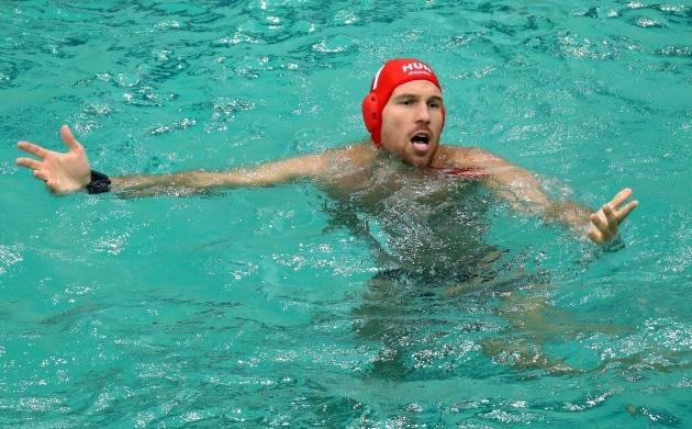 L'acqua di un'altra piscina di Rio è diventata verde