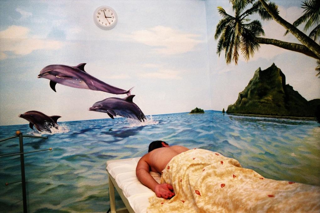 In albergo dormiamo... come i delfini