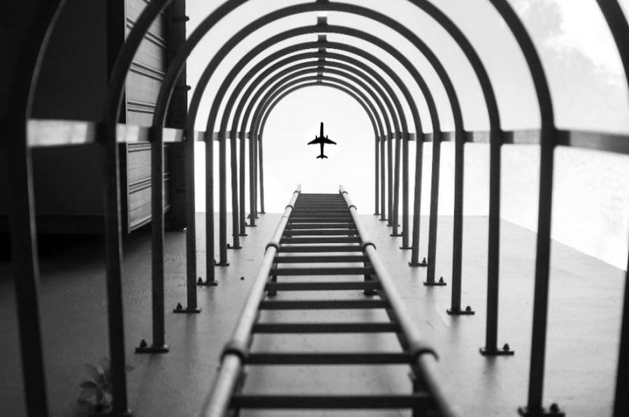 Nikon, l'aereo photoshoppato e l'ironia del web