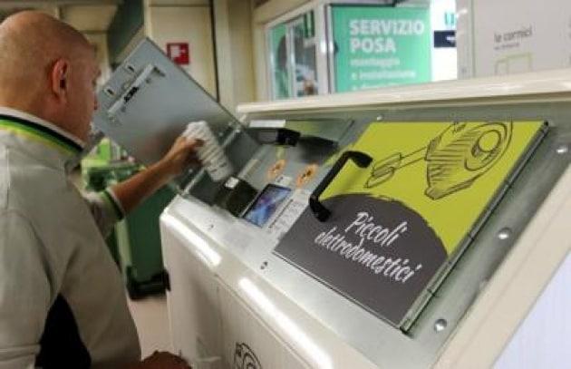 L'Uno contro Zero è legge, i piccoli rifiuti elettronici si portano in negozio