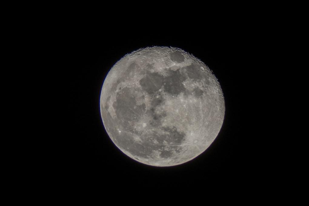 È vero che la Luna si allontana dalla Terra?