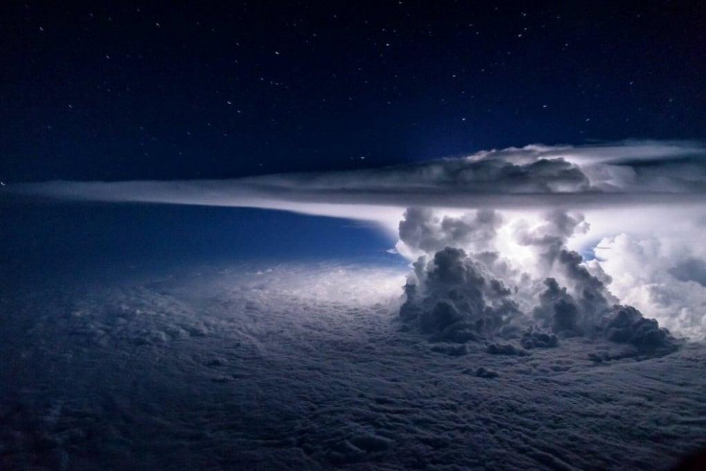 La tempesta sul Pacifico nella foto di un pilota