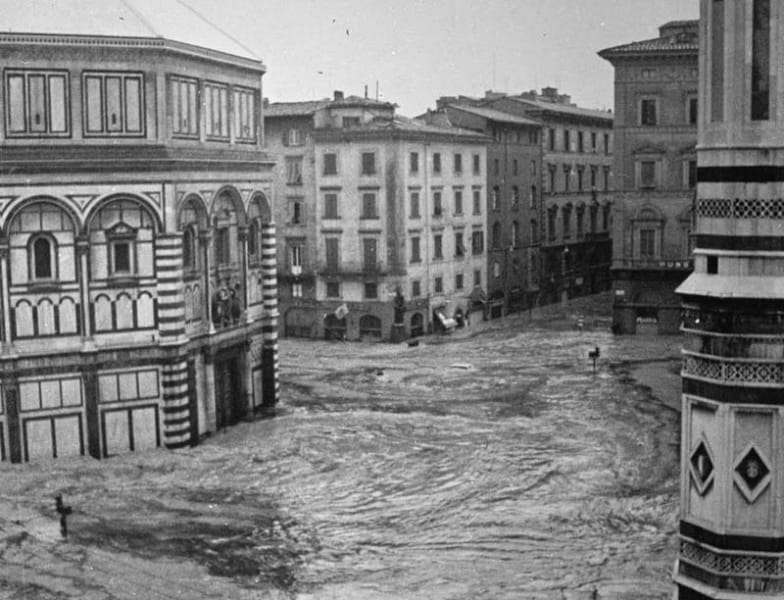 flood-1966-piazza-duomo