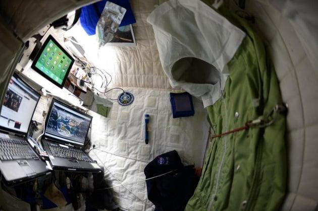 La camera dell'astronauta Scott Kelly a bordo della ISS
