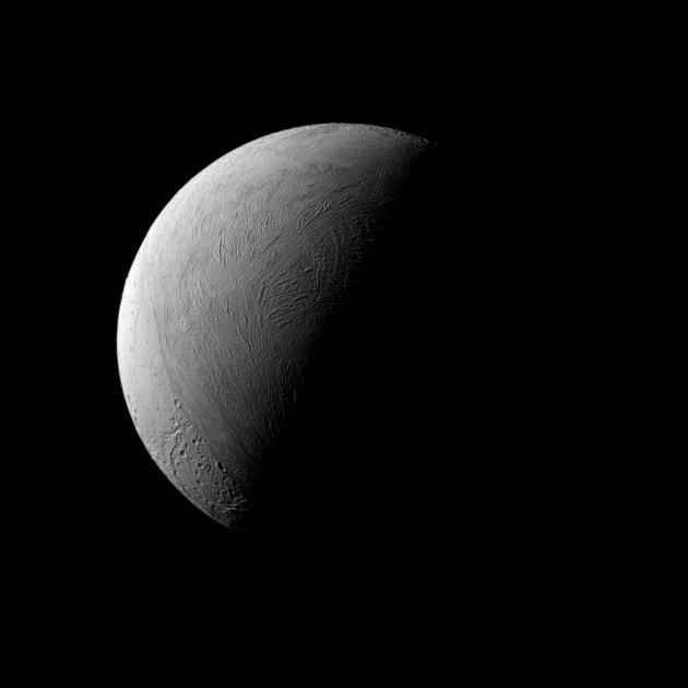 Saturno: ultimi scatti ravvicinati da Encelado