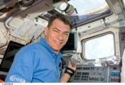 esa_astronaut_paolo_nespoli_on_board_discovery_during_esperia_mission