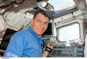 esa_astronaut_paolo_nespoli_on_board_discovery_during_esperia_mission