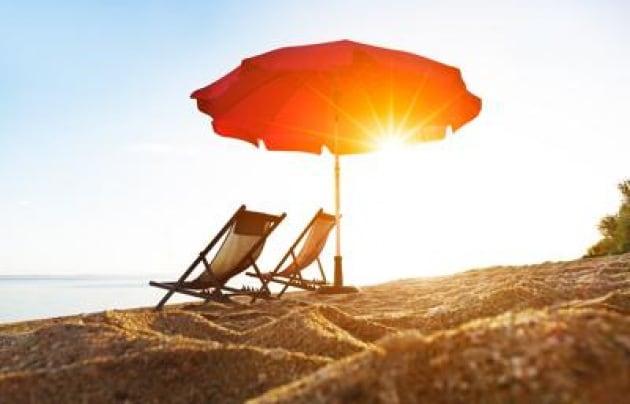 Ombrellone Mare Con Pannello Solare : A jesolo arrivano in spiaggia gli ombrelloni energia