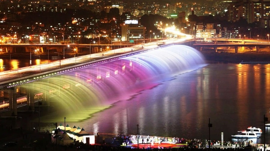 banpo-bridge-in-seoul