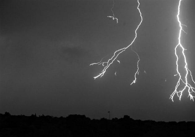 Come appare un fulmine al super rallentatore (7.000 fotogrammi al secondo)